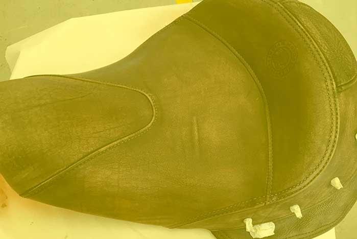 restauracion de desgaste de asientos de piel de motos en valencia · ARG Restauracion p