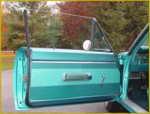 Restauración puertas de coche clasico, revestimientos, tapizados, paneles, plásticos, en Valencia · ARG Restauración